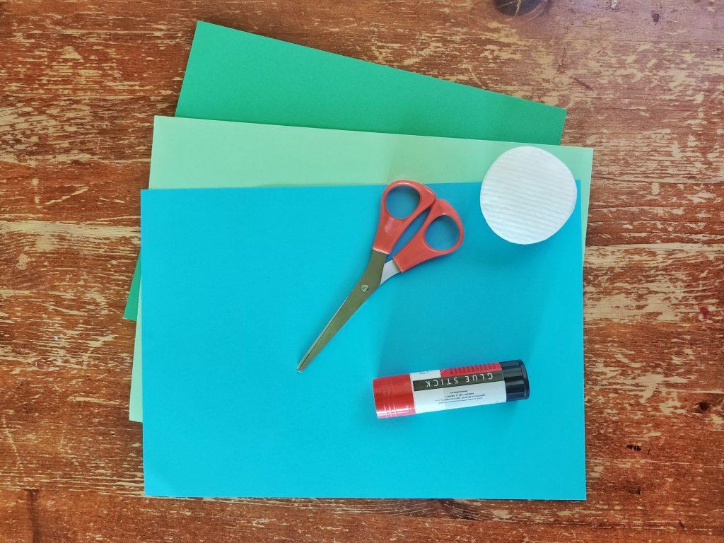 Kolorowy papier, nożyczki, klej, waciki